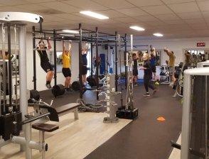 1e elftal traint bij Trisport